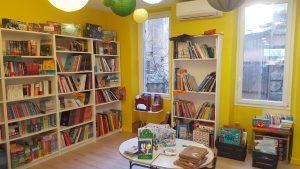 Photographie de l'espace jeunesse de la librairie Pantagruel Crédits : Librairie Pantagruel. Photographie prise avec l'aimable autorisation de la structure. Crédit photo: Maëva Bergues