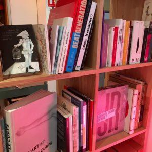 Librairie Dialogues Théâtre. Photographie rayon érotisme, art et images.